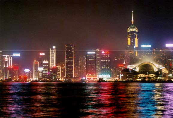 http://philippe.manzano.free.fr/Chine/Hong_Kong/ensemble_nuit.jpg